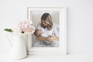 connecticut photographer offers framed portraits for maternity, newborn and family photo sessions.