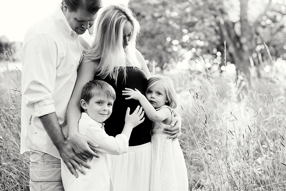 FAMILY MATERNITY AND PREGNANCY PHOTOGRAPHERS