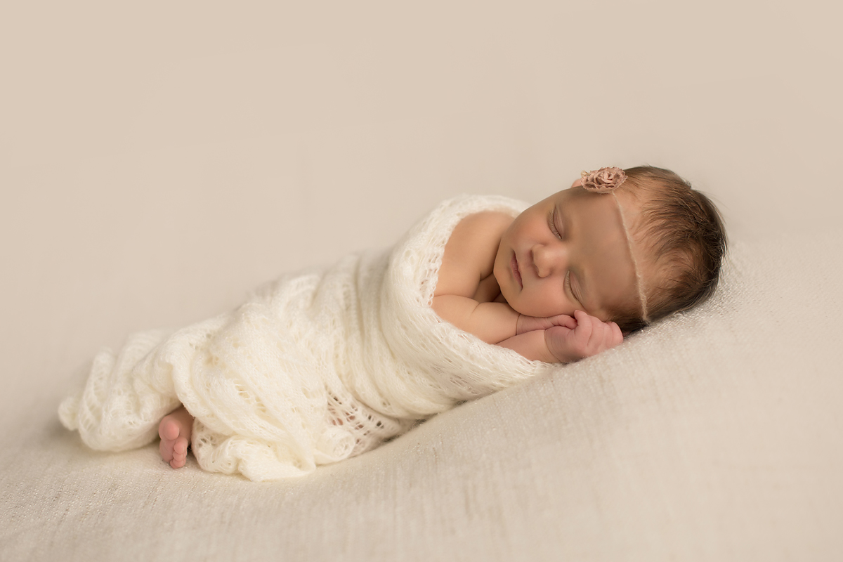 Organic newborn photos in soft neutral tones | West Hartford | Granby | Farmington | Top CT newborn photographer Kelli Dease