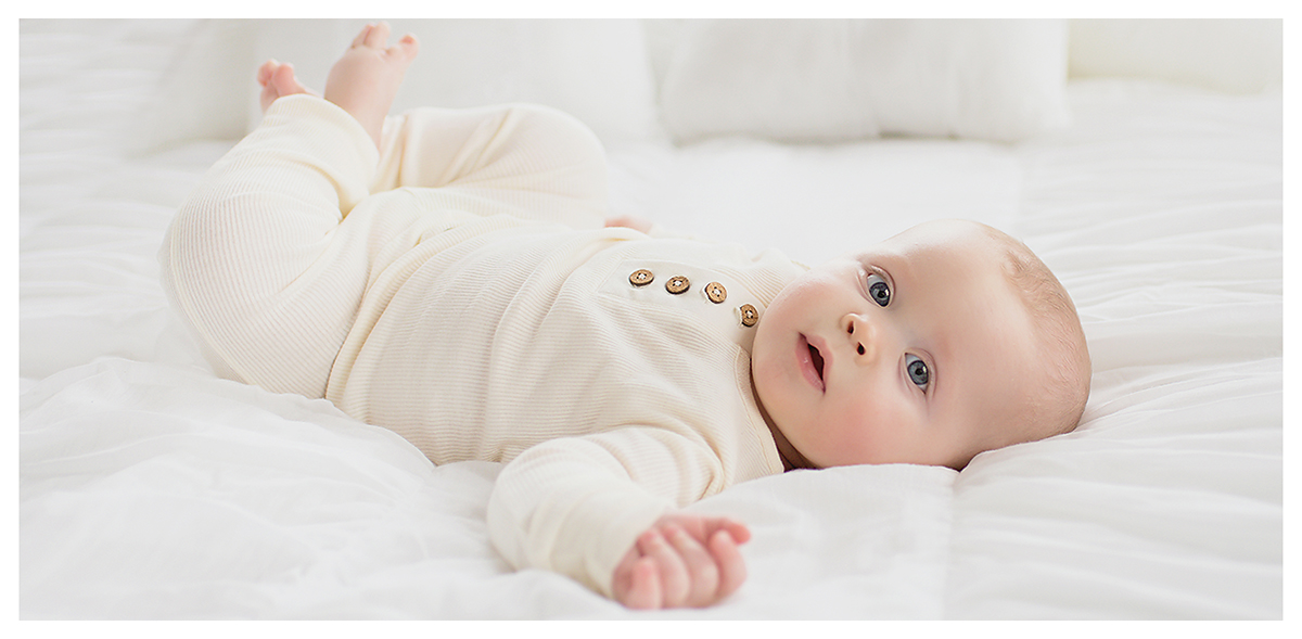 Connecticut baby photographer in Farmington Valley. Neutral, natural, organic, classic baby photography.