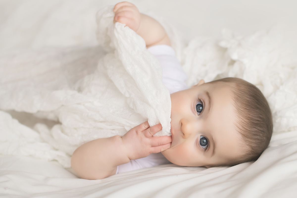 NATURAL LIGHT AND AIRY BABY PHOTOS BY CT BABY PHOTOGRAPHER KELLI DEASE