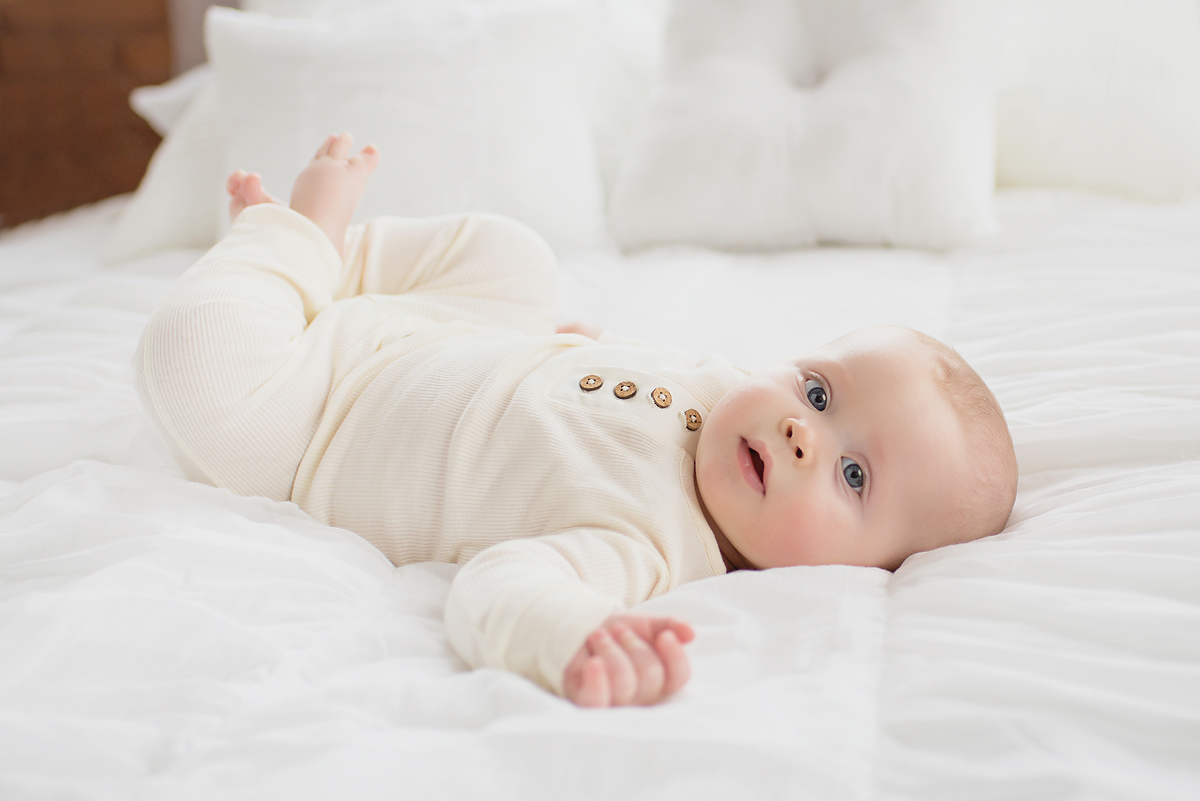 NATURAL SIMPLE BABY PHOTOGRAPHY WITHOUT PROPS BY CT BABY PHOTOGRAPHER KELLI DEASE