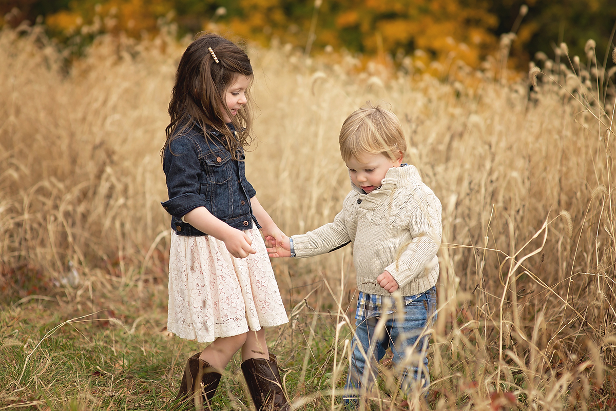 FAMILY PHOTOS IN FIELD, NEW CANAAN CT, TOP CT PHOTOGRAPHER KELLI DEASE