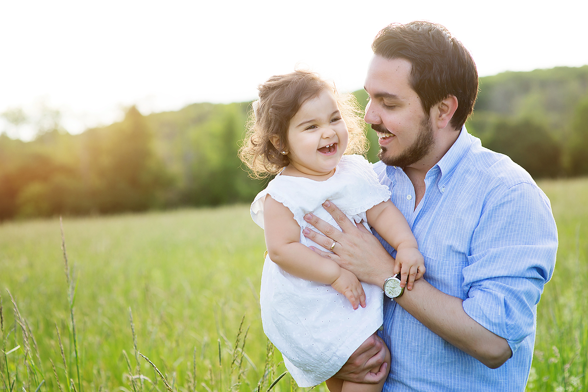 CANDID FAMILY PHOTOGRAPHERS IN CT. PHOTOJOURNALISTIC STYLE. KELLI DEASE.