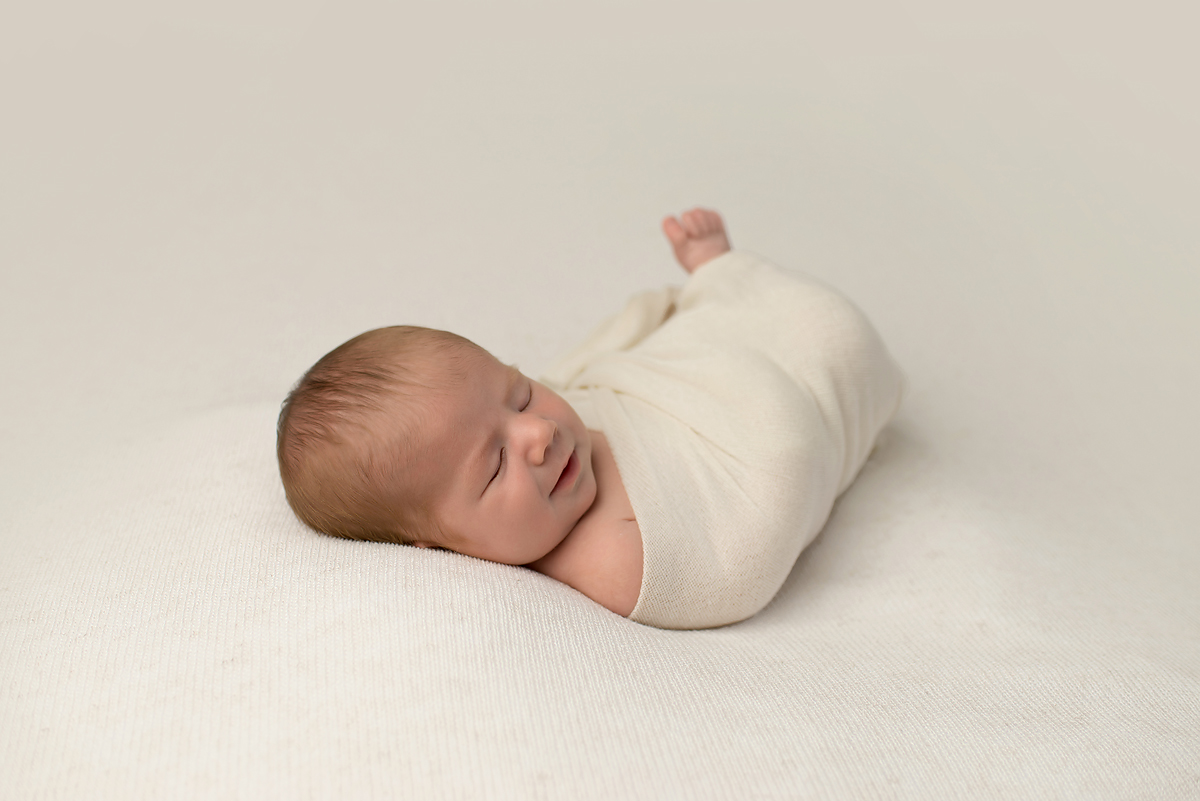 NATURAL NEWBORN PHOTOGRAPHERS SIMSBURY CT