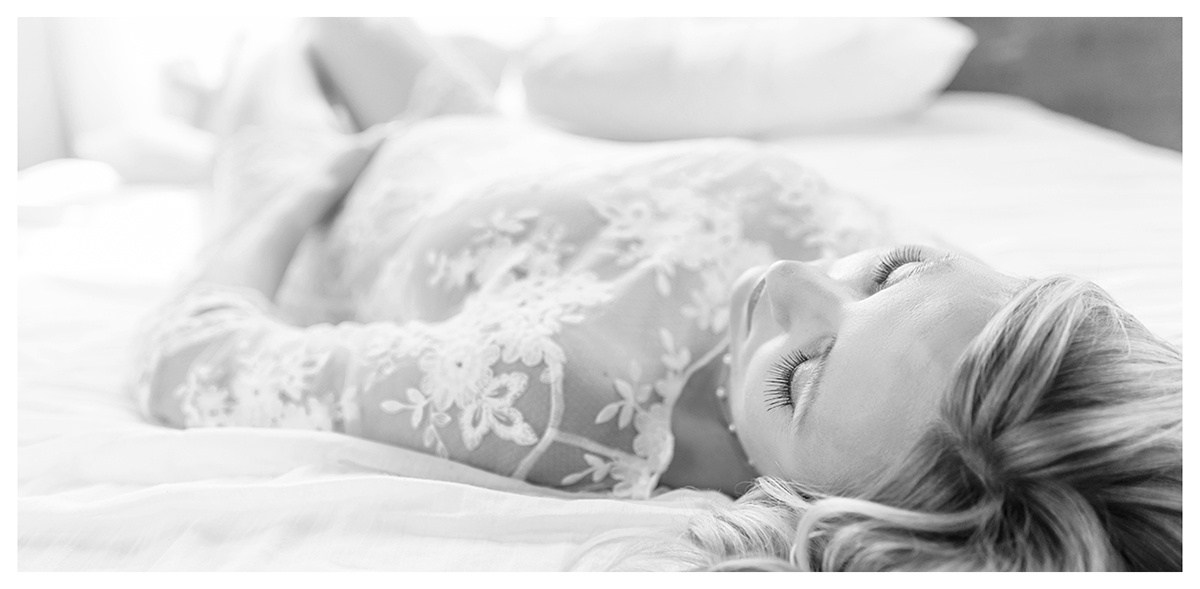 Simple and classic pregnancy photos | Natural and intimate maternity photography | Farmington, CT Newborn Photographers | CT Portrait Studio |www.kellidease.com