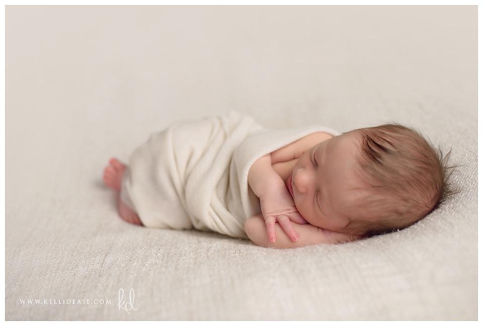 Canton CT Newborn Photographer | Canton, Glastonbury, Hartford, Granby CT newborn photographer | Newborn baby photo session | Infant photographers | Kelli Dease Photography | www.kellidease.com