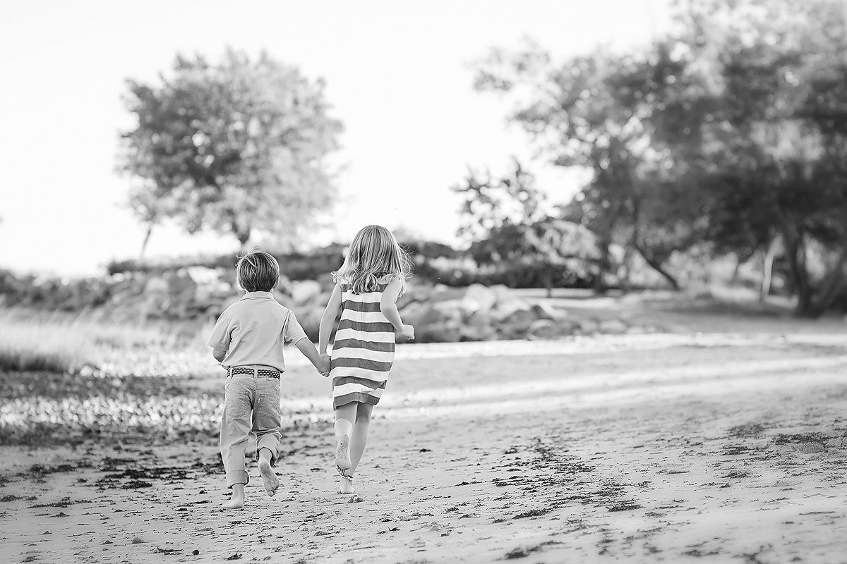 BEACH FAMILY PHOTOGRAPHERS IN CT. TODS POINT, GREENWICH. KELLI DEASE PHOTOGRAPHY.